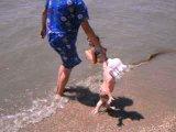 Матвеева   Вика на море 1 годик (июль 2008 г.)